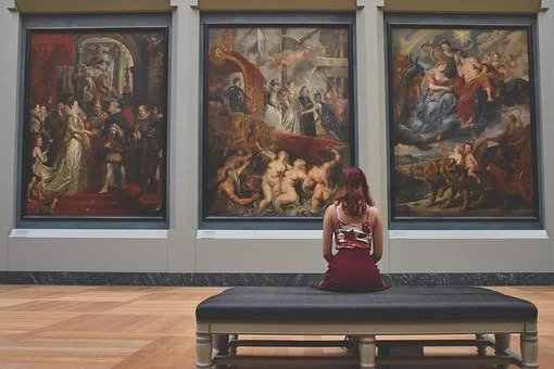 Virtual museum tours for online lessons